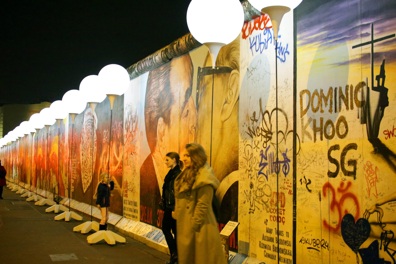 Berlin\'s wall of light | 1843