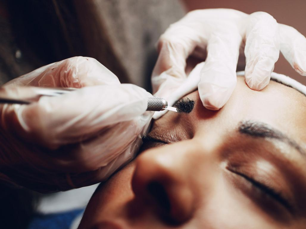 Tattooed eyebrows? Microblading makes its mark | 1843