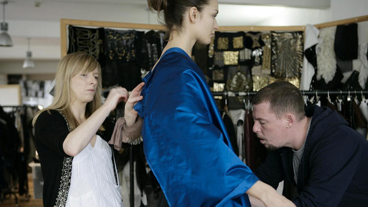 Sarah burton s style with steel 1843 for Sarah burton wedding dresses official website